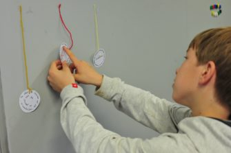 La politique liée à l'éducation artistique et culturel permet la mise en place de résidences d'auteurs dans les écoles de la Bretagne romantique