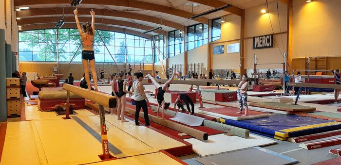 La salle Pierre Bertel à Saint-Domineuc permet la pratique de la gymnastique au sol et aux agrès