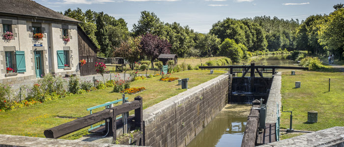 canal ille et rance site des 11 ecluses hede bazouges bretagne romantique
