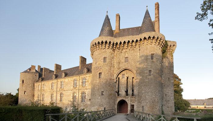 Les Iffs Vue sur le Chateau de Montmuran.