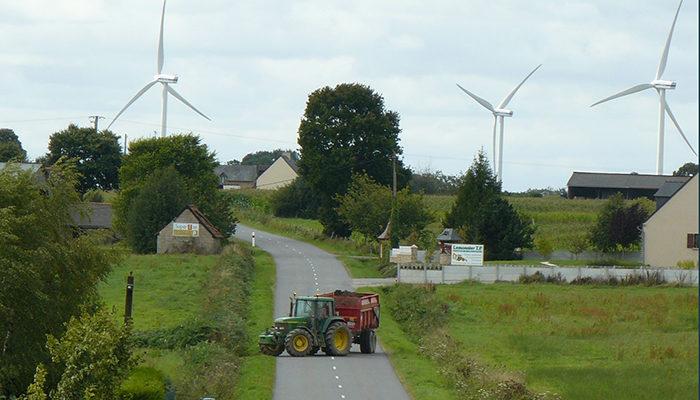 Champ d'éoliennes à Tréméheuc - Bretagne romantique