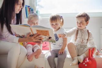 Faire garder son enfant par une assistante maternelle est un choix dans lequel le RPAM de la Bretagne romantique vous accompagne.