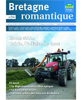 un tracteur illuistre la couverture du magazine communautaire de la Bretagne romantique de janvier 2021