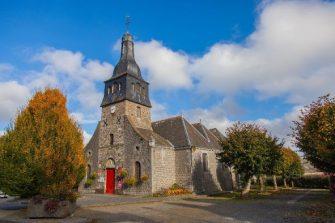Eglise St-André à Lanhélin en bretagne romantique