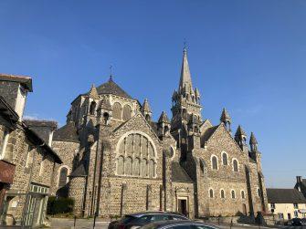 église de tinténiac en bretagne romantique